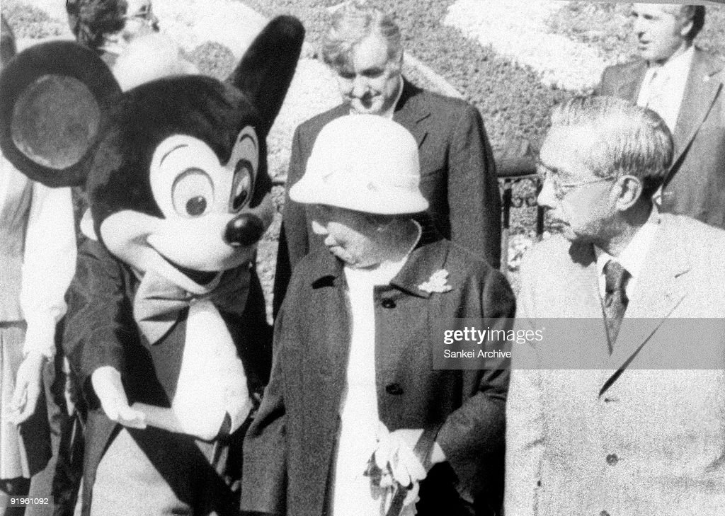 Emperor Hirohito (R) and Empress Nagako (C) visit Disneyland during their visit to United States on October 9, 1975 in Anaheim, Carifornia.