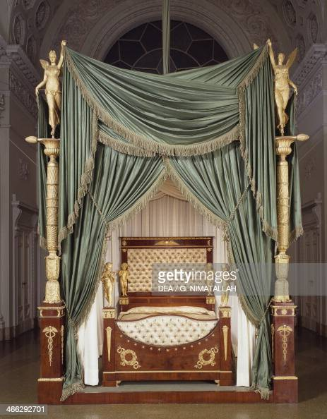 Empire style florentine mahogany bed pictures getty for Empire style bed