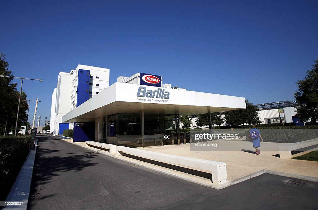 photos et images de inside barilla spa s new plant for italian a employee enters barilla holding spa s pasta factory in parma on wednesday