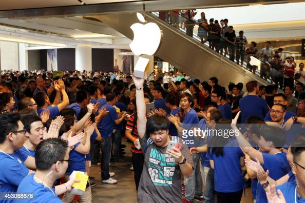Employees and customers cheer during the Apple store opening at Hang Lung Plaza on August 2 2014 in Wuxi China The store is the 12th apple store in...