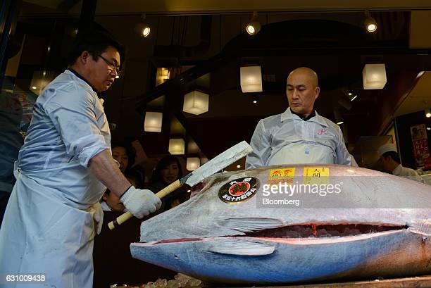 Employees cut a tuna at a Sushi Zanmai restaurant in Tokyo Japan on Thursday Jan 5 2017 Kiyomura KK operator of Sushi Zanmai restaurant made the...