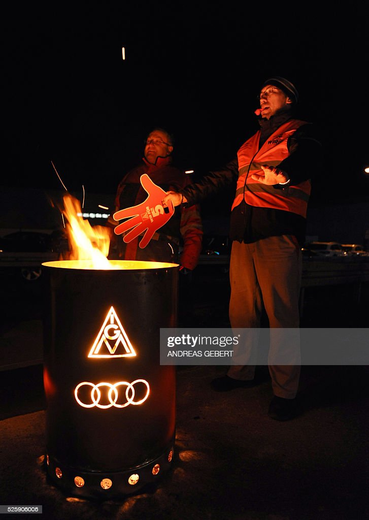 Employees of car maker Audi take part in a rally on early April 29, 2016 in Ingolstadt, southern Germany. The powerful German union IG Metall organised a series of warning strikes overnight, hitting the automobile sector in particular, to turn up heat in wage negotiations for around 3.4 million metal sector workers across the country. / AFP / dpa / Andreas Gebert / Germany OUT