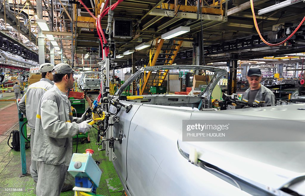 Employees of French carmaker Renault are at work on the assembly line on May 25, 2010 at a group's pant in Douai, northern France.