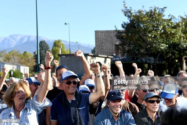 Employees of General Electric HydroAlstom react during a visit of La France Insoumise leftist party's leader and parliamentary group president...
