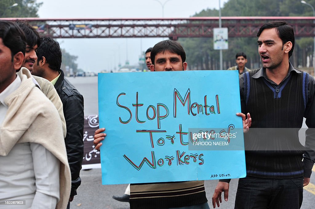 Employees of Pakistani government-operated national news agency Associated Press of Pakistan (APP) protest on a street in Islamabad on February 21, 2013. Employees of APP staged a protest against non-payment of arrears and the stoppage of various allowances for the past two years. AFP PHOTO/Farooq NAEEM