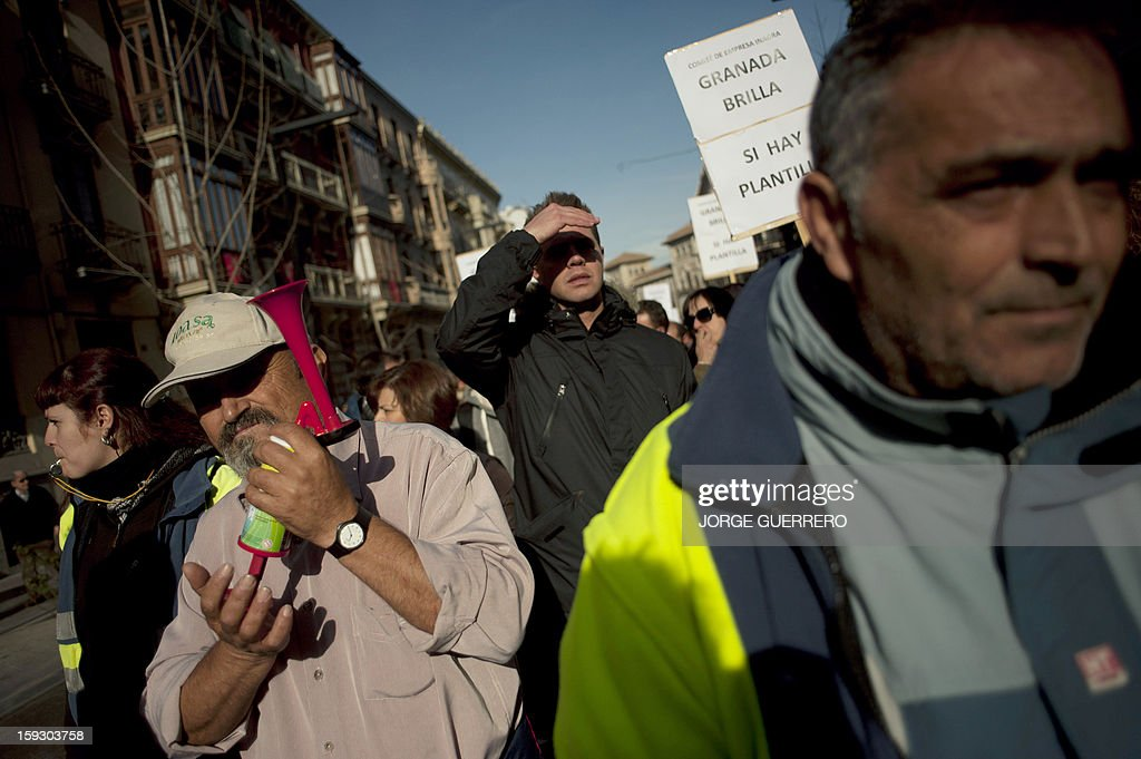 Employees of the cleaning company INAGRA (Grenade Environmental Engineering) protest against austerity cuts in Granada on January 11, 2013. Rubbish collectors have been on strike in the municipality of Granada to protest against the austerity cuts imposed by the town hall. AFP PHOTO / JORGE GUERRERO