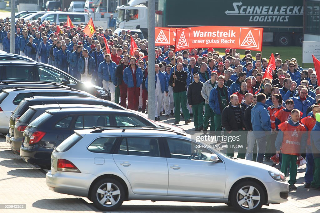 Employees of the Volkswagen factory in Zwickau, eastern Germany, take part in a strike on April 29, 2016. The powerful German union IG Metall organised a series of warning strikes overnight, hitting the automobile sector in particular, to turn up heat in wage negotiations for around 3.4 million metal sector workers across the country. / AFP / dpa / Sebastian Willnow / Germany OUT