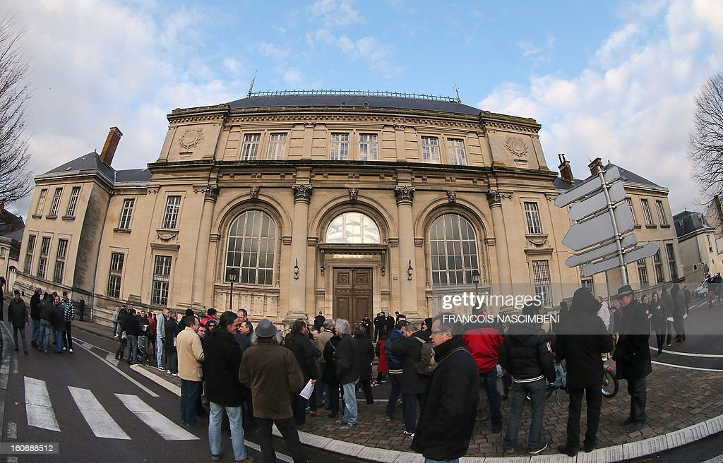 Employees of wall paper maker Grandeco wait on February 7, 2013 in front of the Chalon-en-Champagne court house, as the court should confirm the bankruptcy of the company. PHOTO AFP / FRANCOIS NASCIMBENI