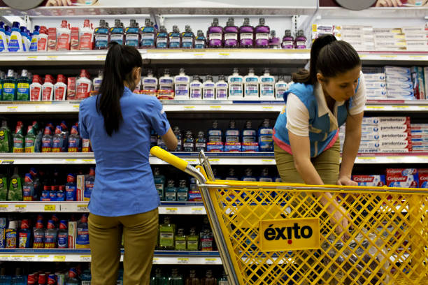 An almacenes exito sa store ahead of colombia releasing retail confidence figures photos and - Almacen exito barranquilla ...
