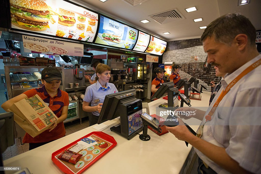 mcdonalds policy on employee dating Chicago (cn) – mcdonald's employees filed a class action against the fast-food chain over its no-poaching policy prohibiting one franchise from hiring employees of another franchise for a.