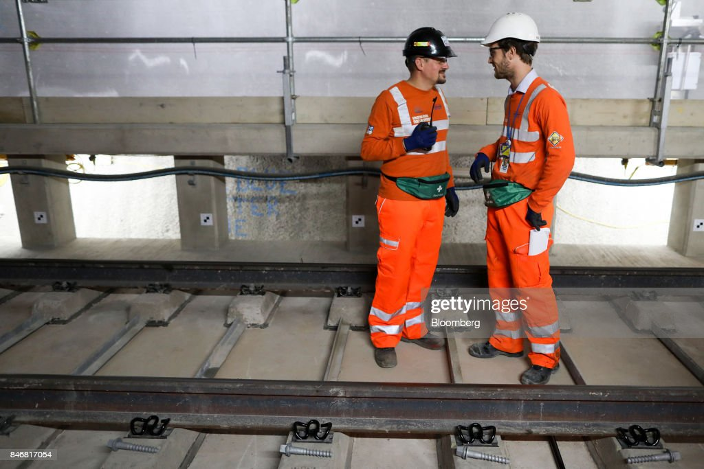 Employees stand next to a section of Crossrail Ltd. track in a tunnel near Whitechapel station during an event to celebrate the completion of the permanent track on the Elizabeth line in London, U.K., on Thursday, Sept. 14, 2017. Crossrail, which will be known as the Elizabeth Line once its up and running, hasnt yet set fares, but transit agency Transport for London has indicated they will be significantly less than Heathrow Express with a charging structure more akin to the Tube. Photographer: Chris Ratcliffe/Bloomberg via Getty Images