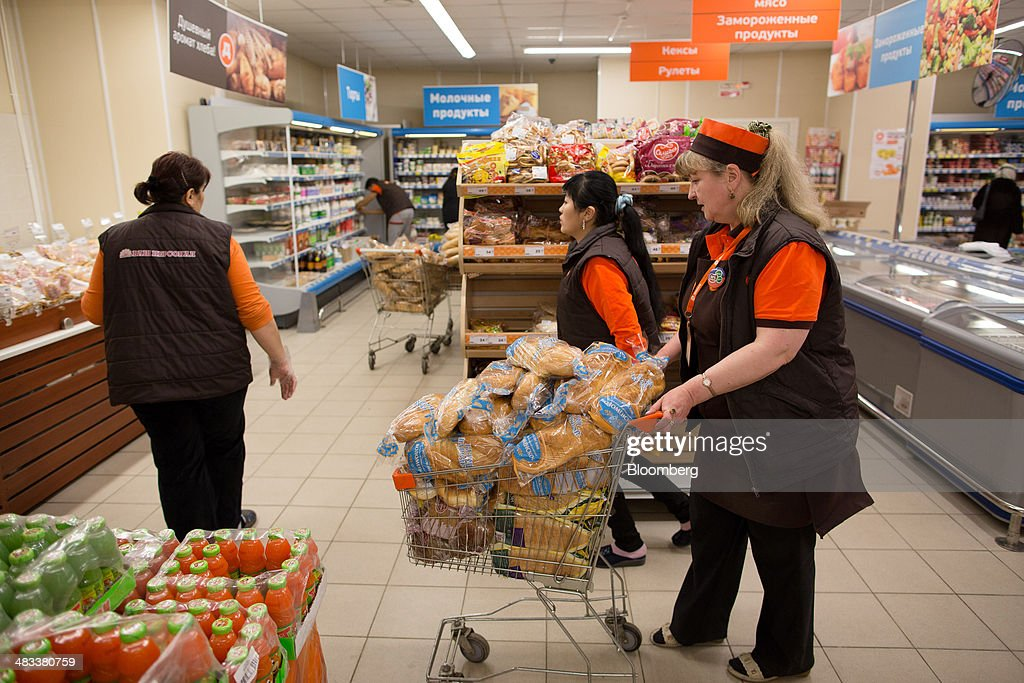 Employees use a cart to restock shelves with loaves of bread inside a Dixy supermarket operated by OAO Dixy Group in Moscow, Russia, on Tuesday, April 8, 2014. Suppliers suffering from ruble depreciation this quarter are urging retailers to increase prices. Photographer: Andrey Rudakov/Bloomberg via Getty Images