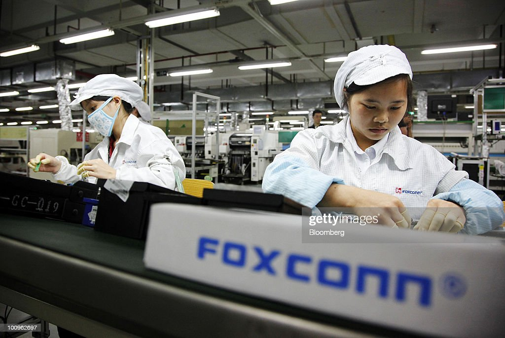 Employees work on the assembly line at Hon Hai Group's Foxconn plant in Shenzhen, Guangdong province, China, on Wednesday, May 26, 2010. Gou said nine of the 11 company workers who either committed suicide or attempted to had worked at the company less than a year, and six had been employed for less than a half-year. Photographer: Qilai Shen/Bloomberg via Getty Images