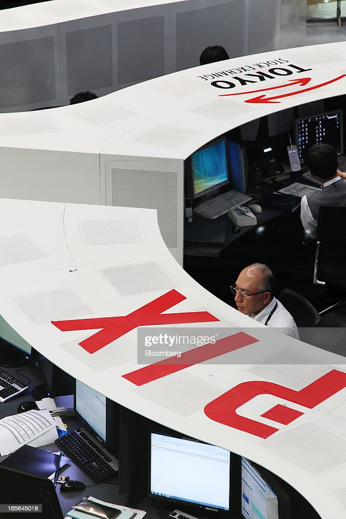 Employees work on the trading floor of the Tokyo Stock Exchange in Tokyo, Japan, on Friday, April 5, 2013. Japanese stocks surged, with the Nikkei 225 Stock Average capping the biggest three-day rally in two years, after Haruhiko Kuroda announced unprecedented stimulus in his first policy meeting as Bank of Japan governor. Photographer: Junko Kimura/Bloomberg via Getty Images