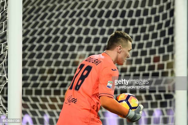 Empoli's goalkeeper from Poland Lukasz Skorupski holds the ball during the italian Serie A football match Empoli vs Lazio at the Castellani Stadium...