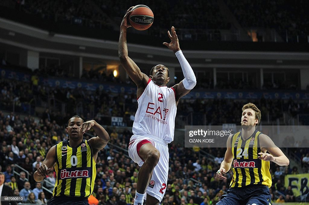 Emporio Armani Milan's US guard Marshon Brooks (C) goes to basket next to Fenerbahce Ulker's US guard <a gi-track='captionPersonalityLinkClicked' href=/galleries/search?phrase=Andrew+Goudelock&family=editorial&specificpeople=7364062 ng-click='$event.stopPropagation()'>Andrew Goudelock</a> (L) and Czech <a gi-track='captionPersonalityLinkClicked' href=/galleries/search?phrase=Jan+Vesely&family=editorial&specificpeople=5620499 ng-click='$event.stopPropagation()'>Jan Vesely</a> (R) during the Euroleague top 16 basketball match between Fenerbahce Ulker and Emporio Armani Milan on March 20, 2015 at the Fenerbahce Ulker Sports Arena in Istanbul .