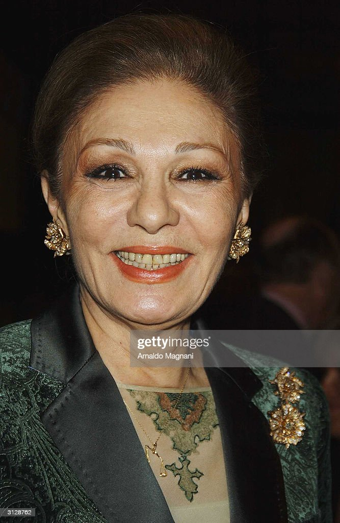 Empress farah pahlavi promotes new book in new york for Shah bano farah pahlavi