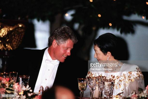Empress Michiko and US President Bill Clinton talk during the state dinner at the Rose Garden of the White House on June 13 1994 in Washington DC
