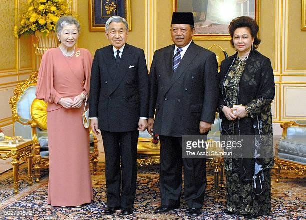 Empress Michiko Emperor Akihito King Syed Sirajuddin of Malaysia and his wife Syed Faizuddin Putra pose for photographs at the Istana Negara on June...