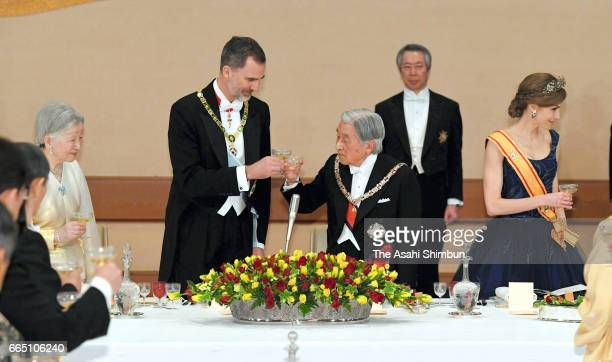 Empress Michiko King Felipe VI of Spain Emperor Akihito and Queen Letizia of Spain toast their glasses during the state dinner at the Imperial Palace...