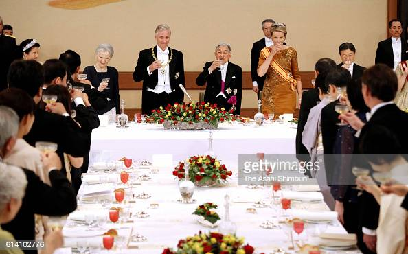 Empress Michiko King Philippe of Belgium Emperor Akihito and Queen Mathilde of Belgium toast their glasses during the state dinner at the Imperial...