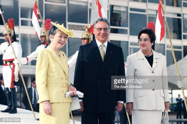 Empress Michiko talks with Brazilian President Fernando Henrique Cardoso and his wife Ruth Cardoso during the welcome ceremony at presidential palace...