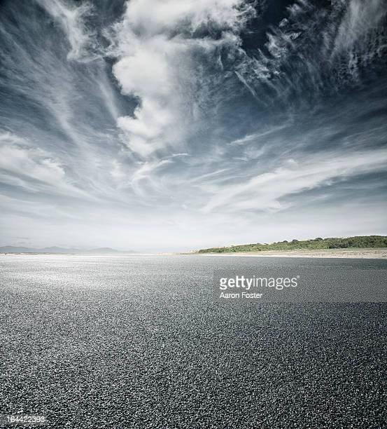 Empty asphalt road and horizon