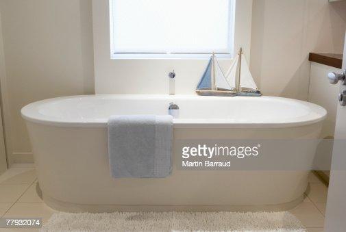 Empty bathtub with ships on ledge : Stock Photo