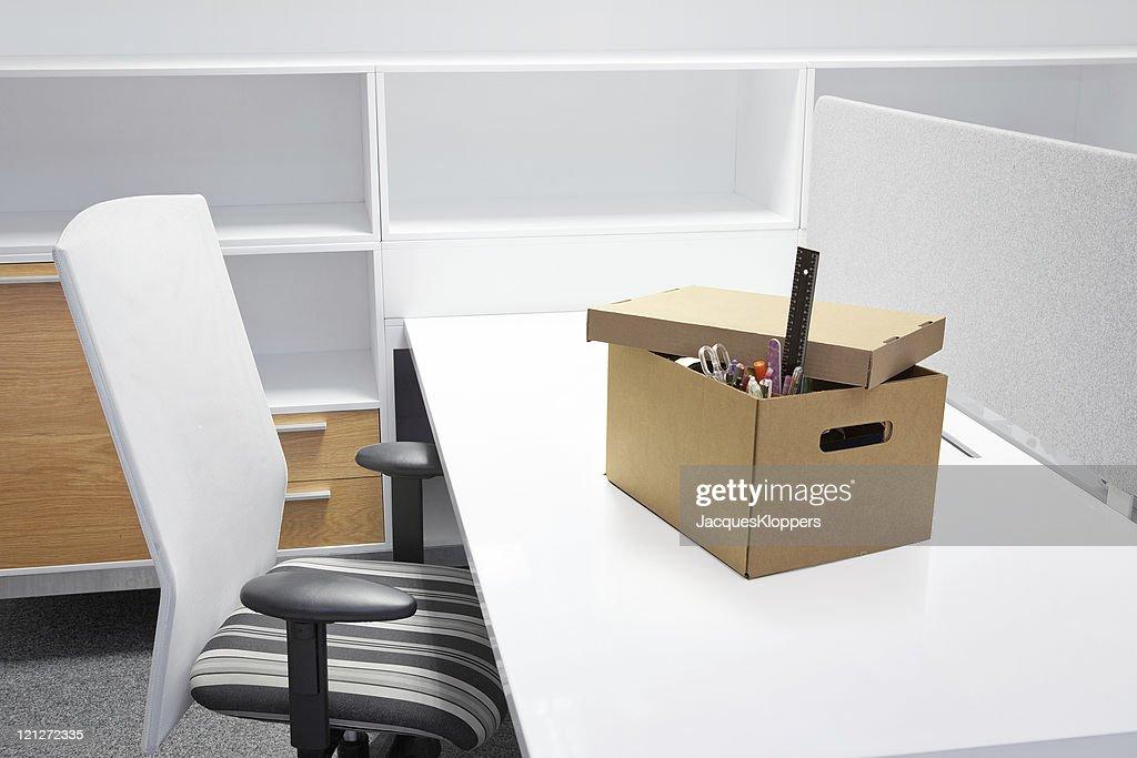 Bureau vide après la cessation de lemploi photo thinkstock
