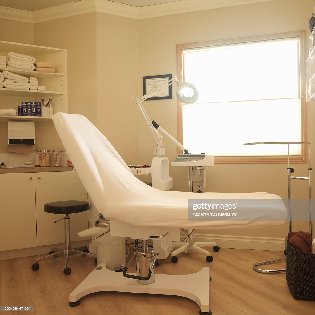Empty examination room in medical clinic : Stock Photo