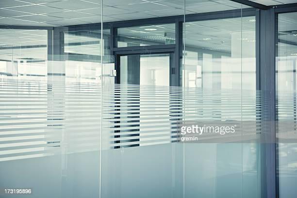Leere Glas-Büros