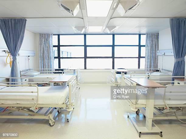 空の病院のベッドルーム