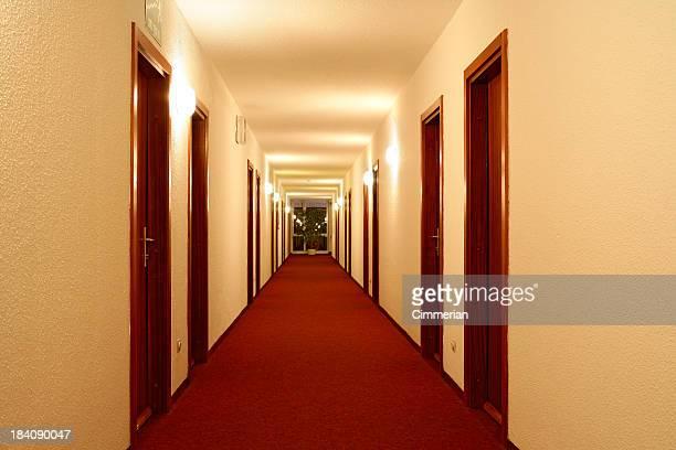 空のホテルの廊下