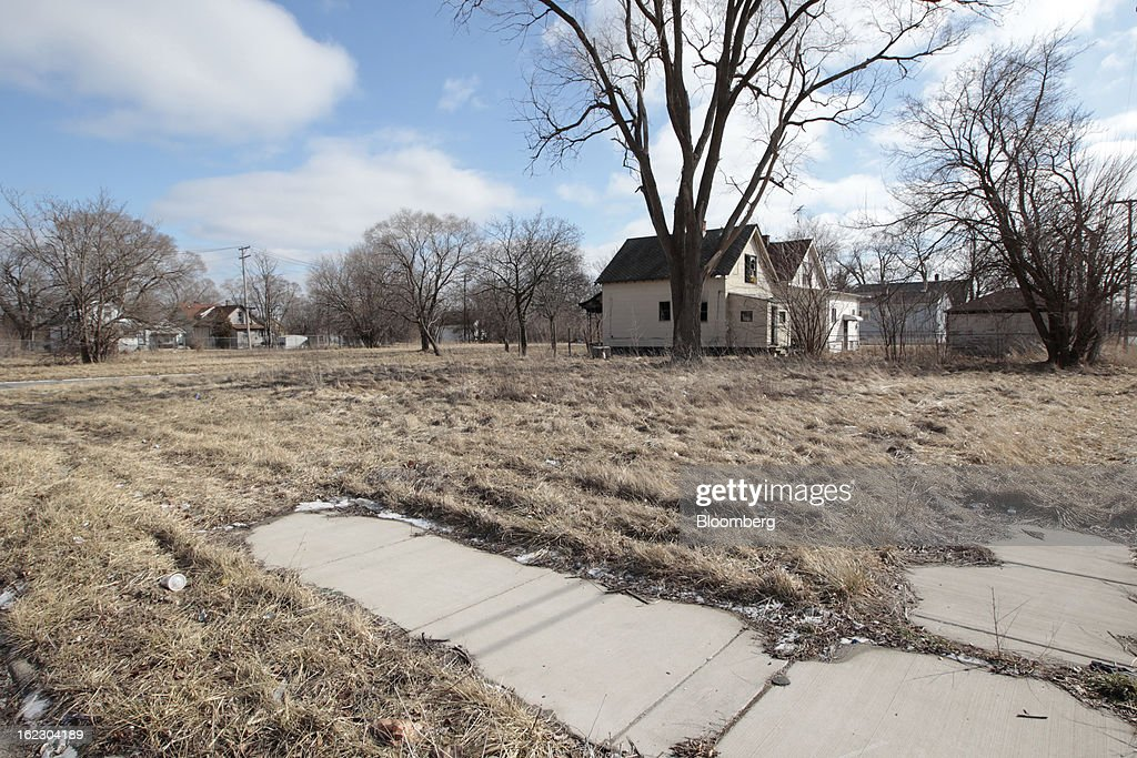 Empty lots stand next to dilapidated houses on Renyolds Street in Detroit, Michigan, U.S., on Thursday, Feb. 21, 2013. A fiscal emergency grips Detroit, according to a report ordered by Governor Rick Snyder, that opens a path to a state takeover of General Motors Co.'s home town, citing deficits that have stymied city officials after a $326.6 million gap last year. Photographer: Jeff Kowalsky/Bloomberg via Getty Images