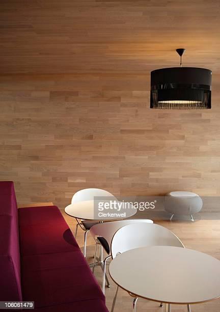 空のオフィスの休憩室