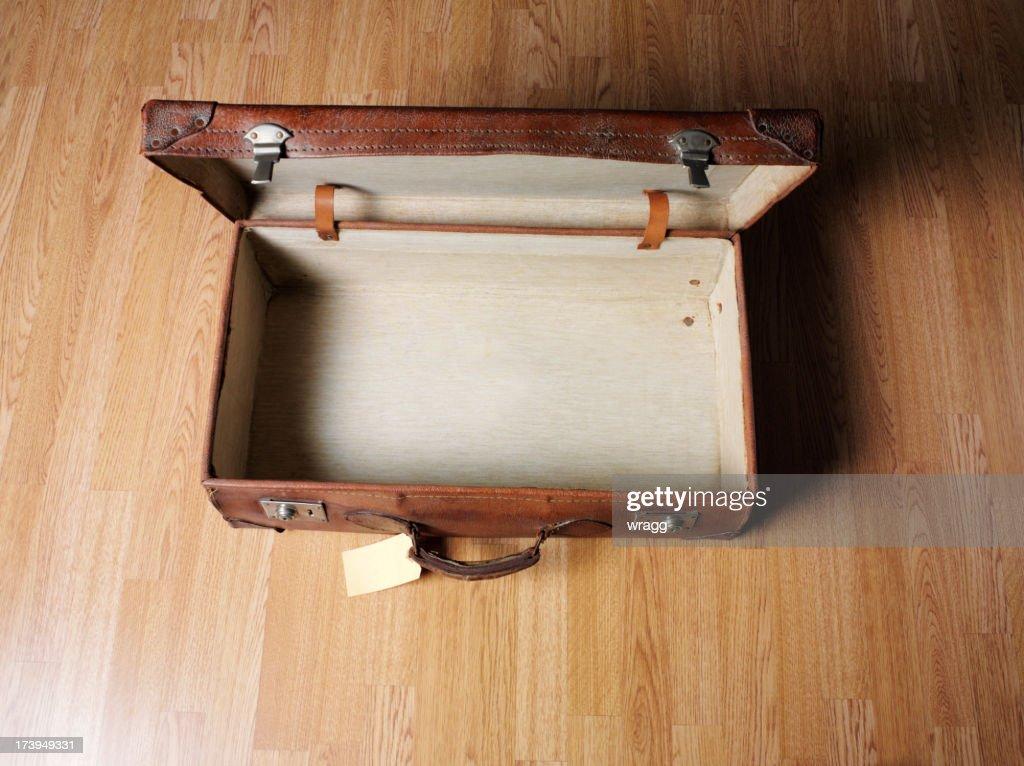 Vecchio vuoto aperto valigia in pelle : Foto stock