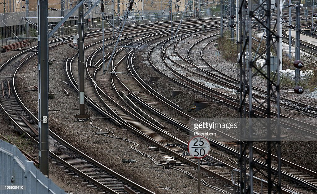 Empty railtracks are seen outside Euston railway station in London, U.K., on Thursday, Jan. 3 2013. Rail commuters have been hit by inflation busting fare increases of up to 10 per cent, adding hundreds of pounds to the cost of annual season tickets. Photographer: Chris Ratcliffe/ Bloomberg