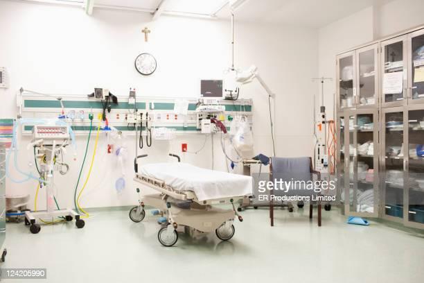 Empty room in hospital emergency room