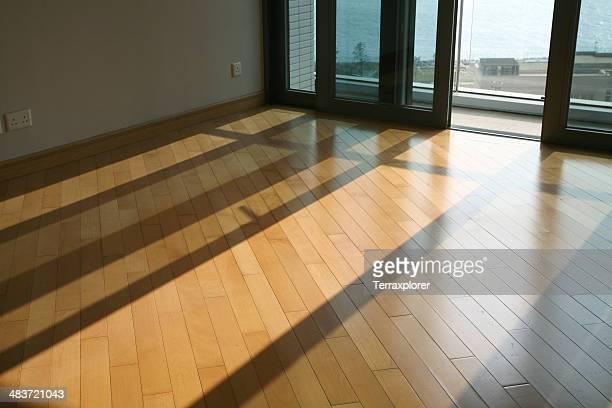 Leeren Raum mit Parkettboden