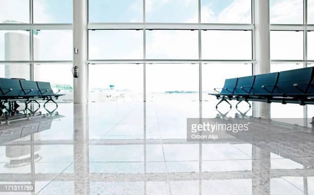 Vacío asientos en el aeropuerto