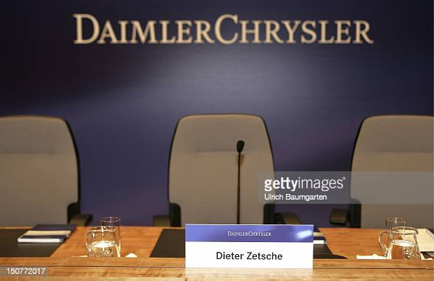 Empty seats on the balance press conference 2006 of the DaimlerChrysler AG