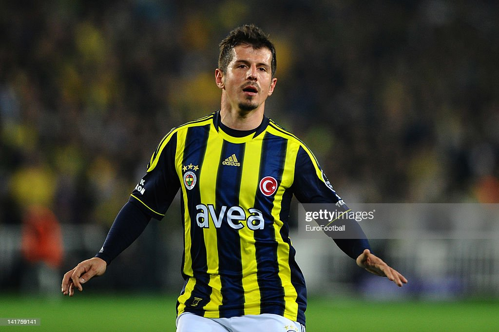 <a gi-track='captionPersonalityLinkClicked' href=/galleries/search?phrase=Emre+Belozoglu&family=editorial&specificpeople=649491 ng-click='$event.stopPropagation()'>Emre Belozoglu</a> of Fenerbahce SK in action during the Turkish Spor Toto Super Lig match between Fenerbahce SK and Galatasaray AS held on March 17, 2012 at the Sukru Saracoglu Stadium in Istanbul, Turkey.