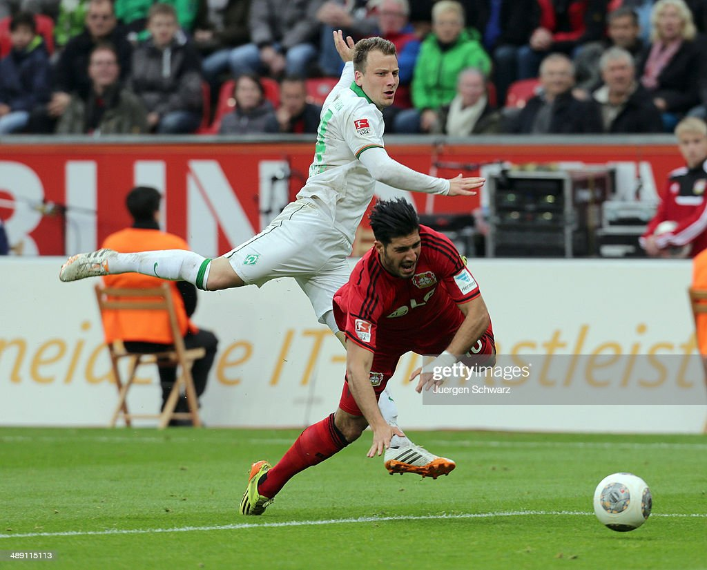 <a gi-track='captionPersonalityLinkClicked' href=/galleries/search?phrase=Emre+Can&family=editorial&specificpeople=5909273 ng-click='$event.stopPropagation()'>Emre Can</a> of Leverkusen (R) falls near <a gi-track='captionPersonalityLinkClicked' href=/galleries/search?phrase=Philipp+Bargfrede&family=editorial&specificpeople=5524737 ng-click='$event.stopPropagation()'>Philipp Bargfrede</a> of Bremen during the Bundesliga match between Bayer 04 Leverkusen and Werder Bremen at BayArena on May 10, 2014 in Leverkusen, Germany.