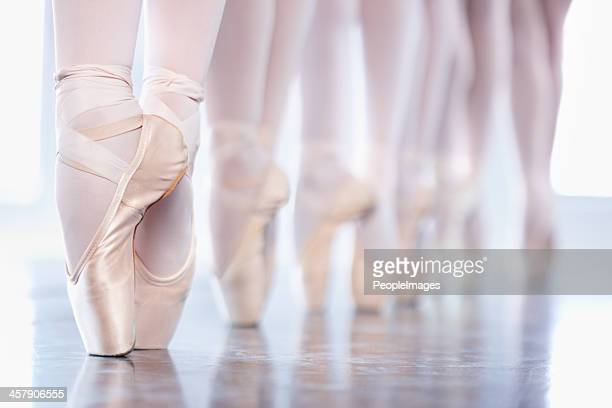 En pointe in a row