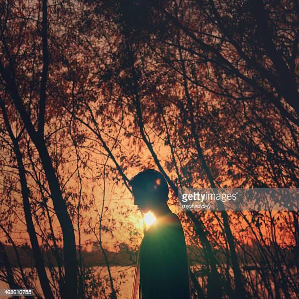 Enchantress silhouette au coucher du soleil.