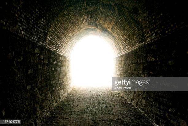トンネルを