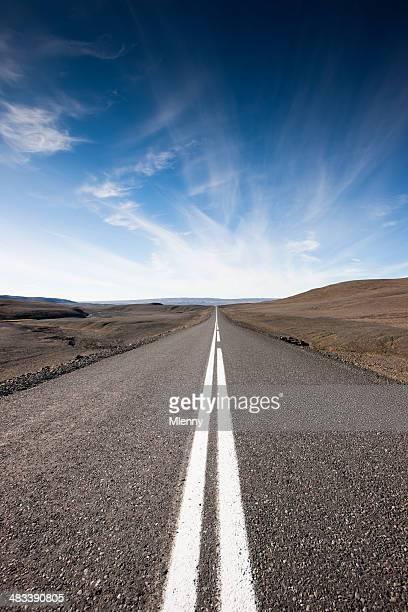 Endlose Highway vulkanische Highlands-Iceland