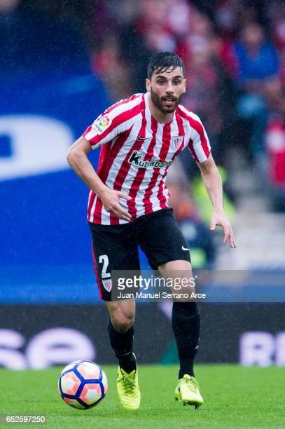Eneko Boveda of Athletic Club Bilbao controls the ball during the La Liga match between Real Sociedad de Futbol and Athletic Club Bilbao at Estadio...