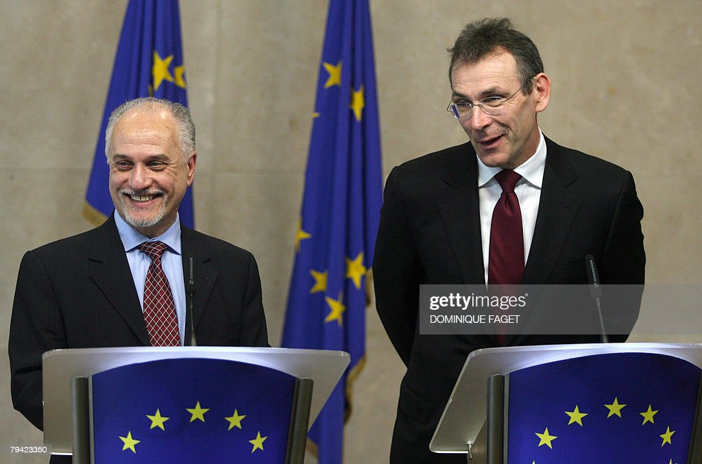 EU energy commissioner Andris Piebalgs and Iraq's Oil Minister Hussain Al Shahristani give a joint press conference after a bilateral meeting to...