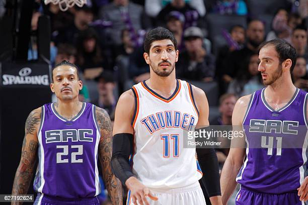 Enes Kanter of the Oklahoma City Thunder faces off against Matt Barnes and Kosta Koufos of the Sacramento Kings on November 23 2016 at Golden 1...